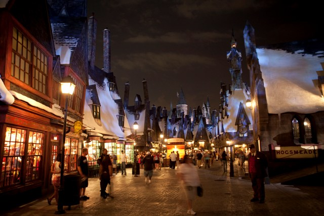 ICYMI: Official Date Announced for WWOHP; Universal Rumors in Orlando; and Top 10 Christmas Towns in the U.S.