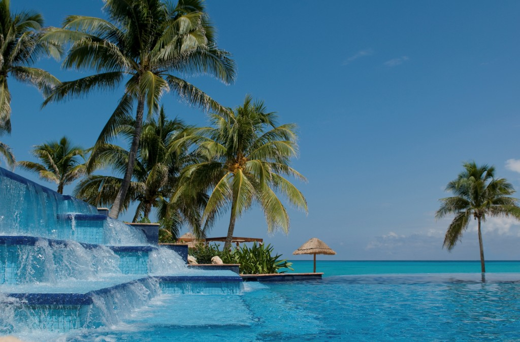 Fiesta Americana Grand Coral Beach_Pool