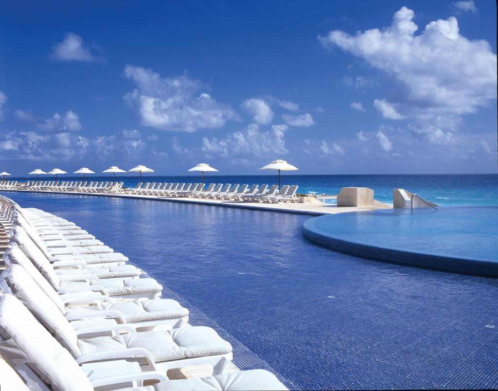 Live Aqua Infinity Pool