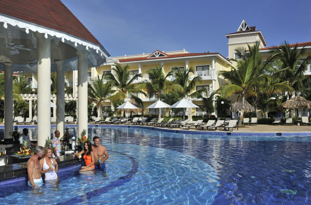 Luxury Bahia Principe Esmeralda pool bar