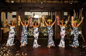 Tahiti Moorea dances buffets honeymoon