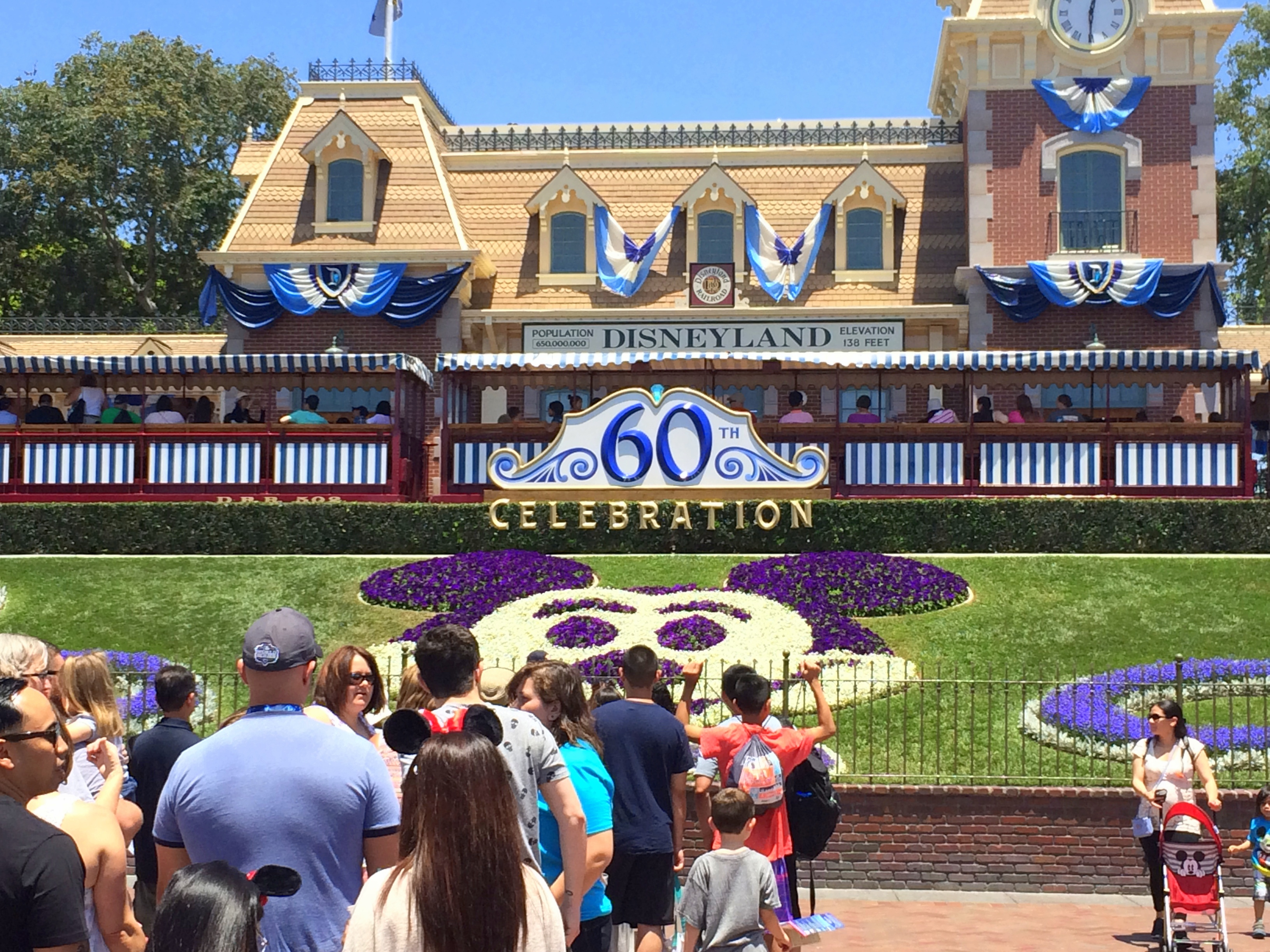 What You Need to Know About Disneyland Resort's Diamond Celebration