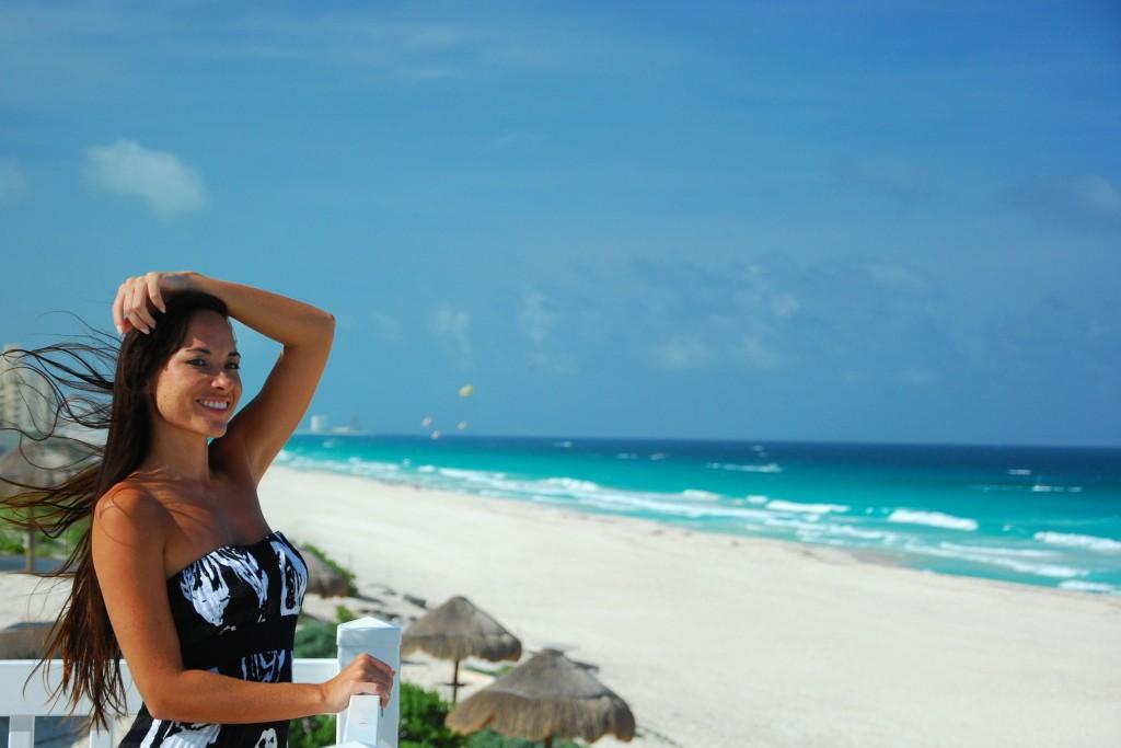 Pareja Cancún Playa Delfines